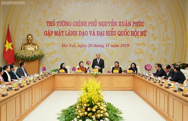 Thủ tướng: Trên nghị trường, vai trò và đóng góp của các nữ đại biểu Quốc hội rất sôi nổi và quan trọng - Ảnh 2.