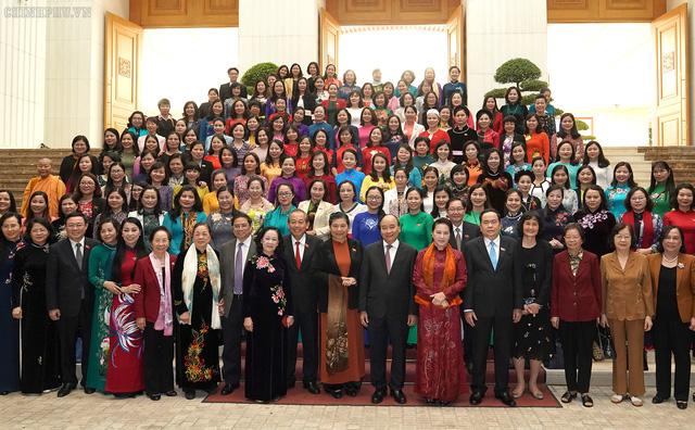 Thủ tướng: Trên nghị trường, vai trò và đóng góp của các nữ đại biểu Quốc hội rất sôi nổi và quan trọng - Ảnh 4.