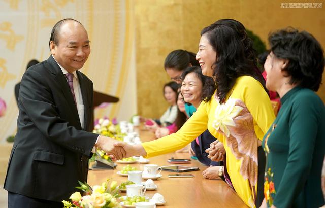 Thủ tướng: Trên nghị trường, vai trò và đóng góp của các nữ đại biểu Quốc hội rất sôi nổi và quan trọng - Ảnh 3.