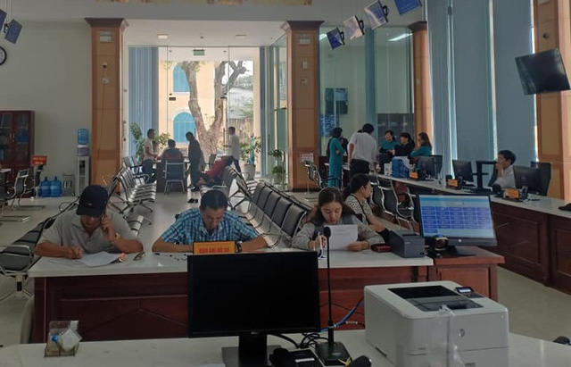 Trung tâm Phục vụ hành chính công tỉnh Thừa Thiên Huế sẽ không thu lệ phí bằng tiền mặt - Ảnh 1.