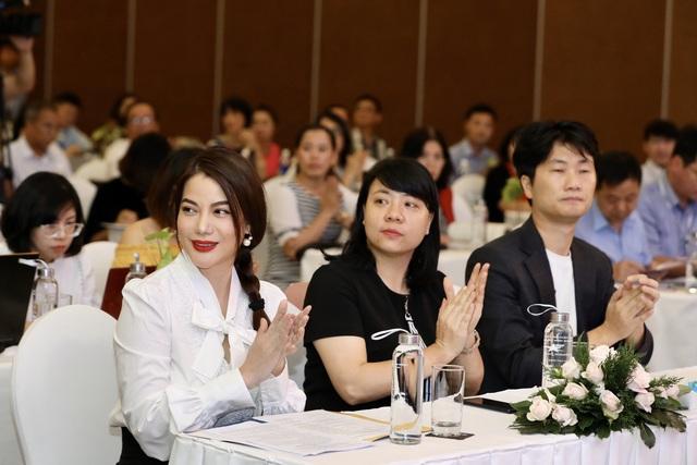 Dàn giám khảo xuất hiện trong họp báo Liên hoan phim Việt Nam lần thứ XXI tại Vũng Tàu - Ảnh 4.