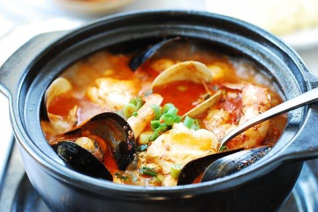 Du lịch Hàn Quốc đón tuyết đầu mùa đừng quên nếm thử 4 món ăn trứ danh này - Ảnh 2.