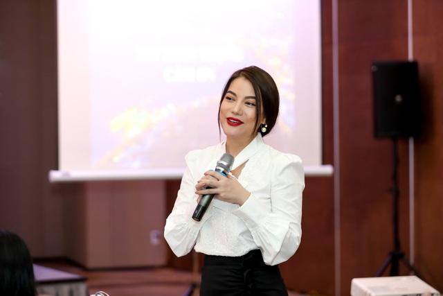 Dàn giám khảo xuất hiện trong họp báo Liên hoan phim Việt Nam lần thứ XXI tại Vũng Tàu - Ảnh 6.