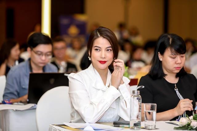 Dàn giám khảo xuất hiện trong họp báo Liên hoan phim Việt Nam lần thứ XXI tại Vũng Tàu - Ảnh 7.