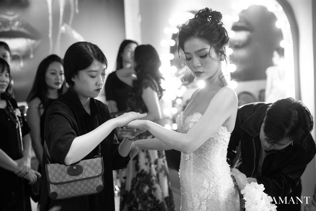 Lệ Quyên bất ngờ trình diễn thời trang tại show thời trang áo cưới L'amant - Ảnh 1.
