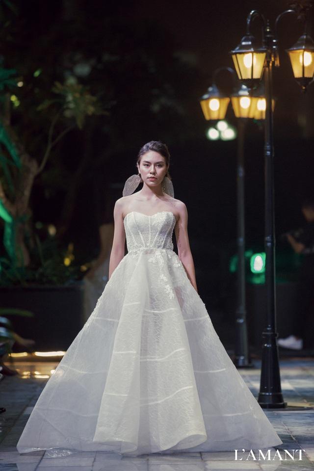 Lệ Quyên bất ngờ trình diễn thời trang tại show thời trang áo cưới L'amant - Ảnh 6.