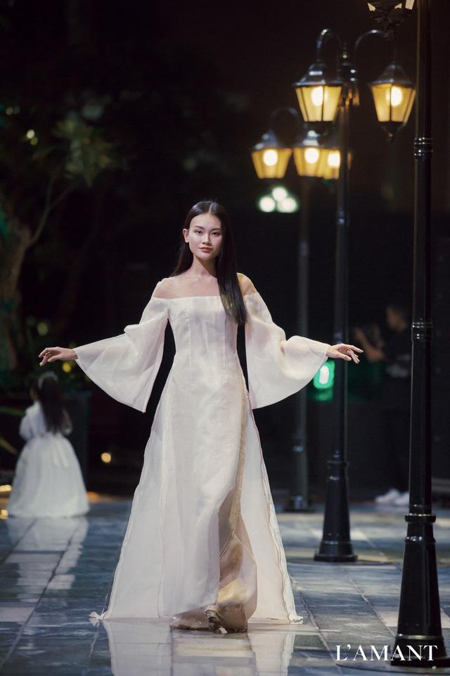 Lệ Quyên bất ngờ trình diễn thời trang tại show thời trang áo cưới L'amant - Ảnh 7.