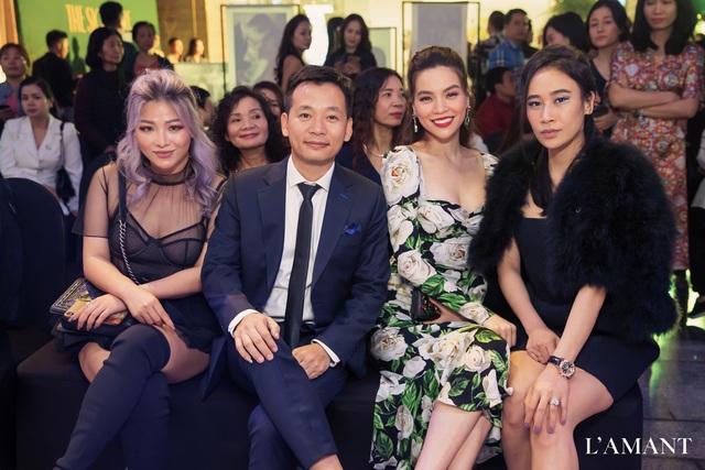 Hồ Ngọc Hà và Kim Lý bắt gặp đi thử áo cưới ở wedding L'amant - Ảnh 4.