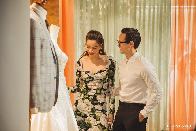Hồ Ngọc Hà và Kim Lý bắt gặp đi thử áo cưới ở wedding L'amant - Ảnh 1.