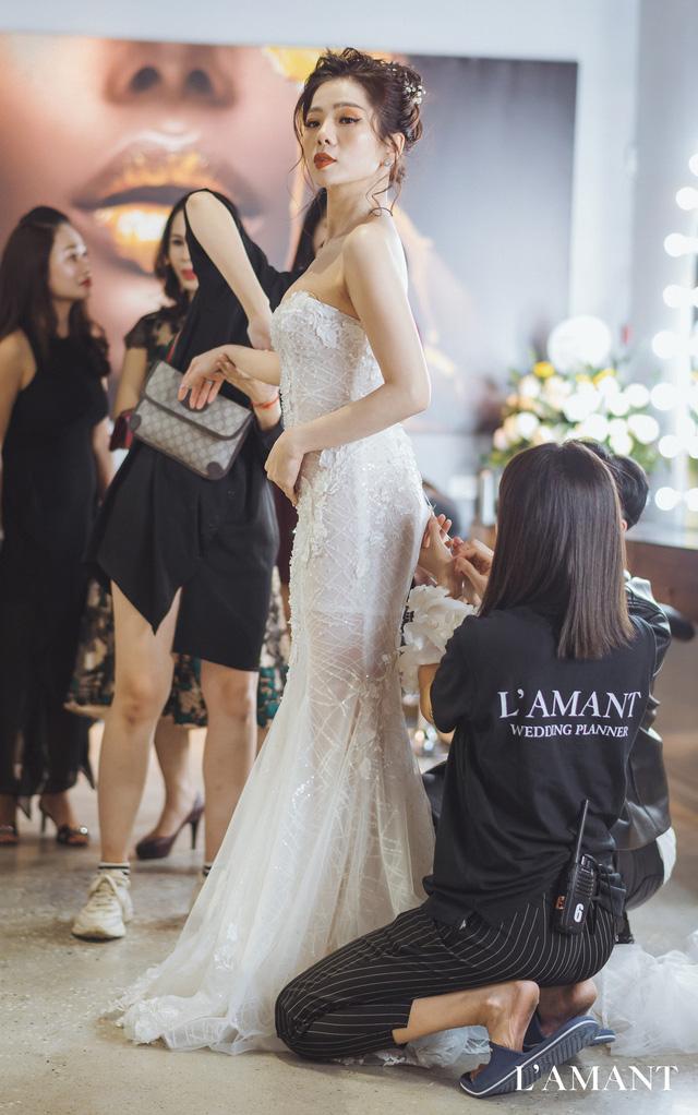 Hồ Ngọc Hà và Kim Lý bắt gặp đi thử áo cưới ở wedding L'amant - Ảnh 7.