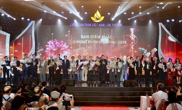 Khai mạc Liên hoan phim Việt Nam lần thứ XXI: Tôn vinh sắc màu điện ảnh - Ảnh 2.