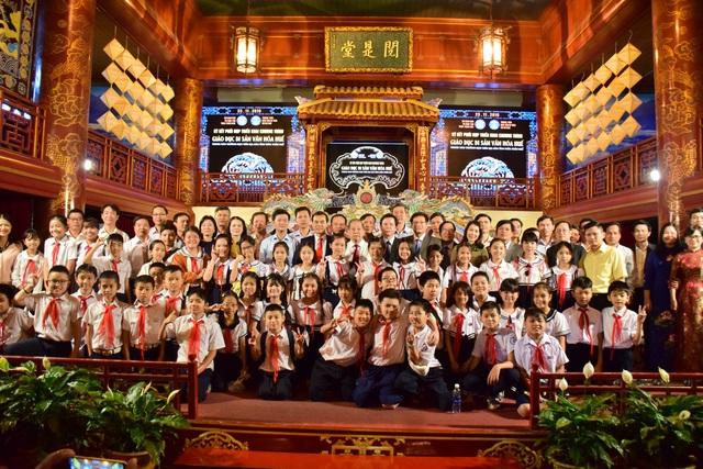 Ký kết hợp tác đưa di sản văn hóa Huế vào trường học ở Thừa Thiên Huế - Ảnh 2.