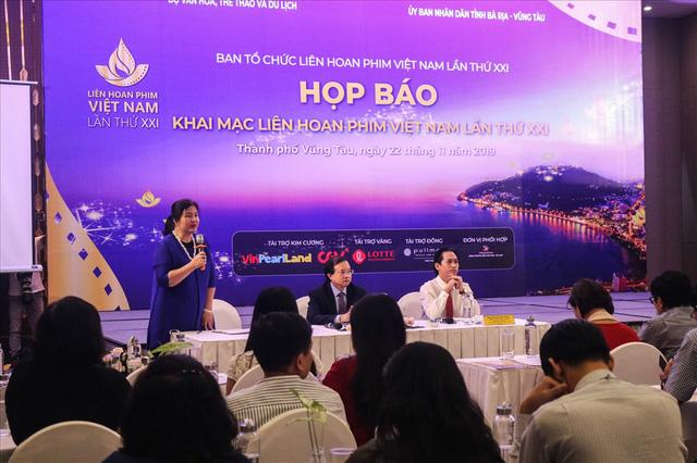 """Báo chí đồng loạt đưa tin về sự kiện """"Khai mạc Liên hoan phim Việt Nam lần thứ 21"""" - Ảnh 1."""