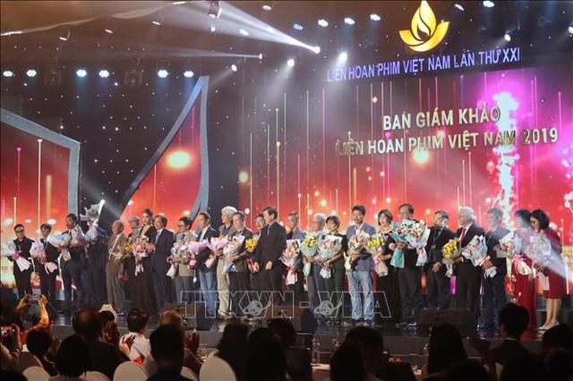 Khai mạc Liên hoan phim Việt Nam lần thứ 21 thu hút sự quan tâm từ báo chí và khán giả - Ảnh 1.