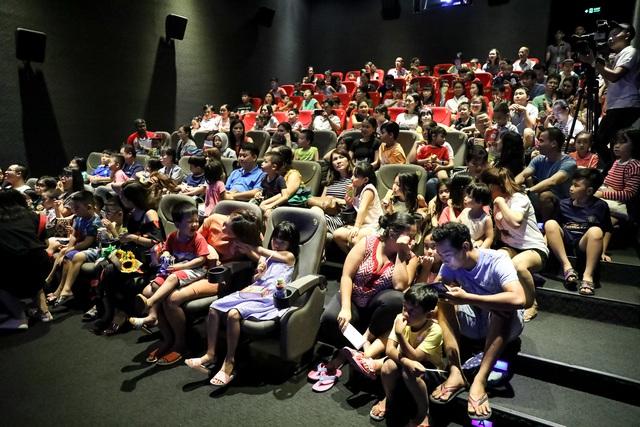 Khán giả Vũng Tàu xếp hàng dài, ngồi bệt xem phim ở tuần liên hoan phim Việt Nam lần thứ XXI - Ảnh 5.