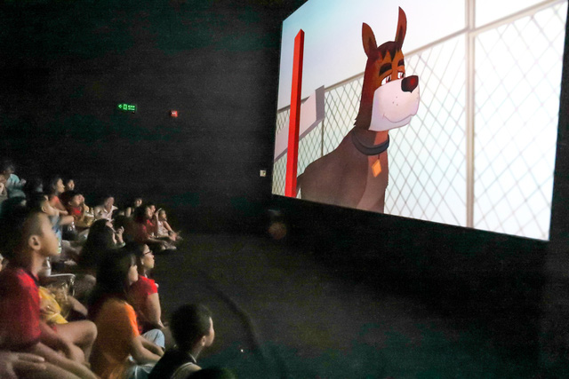 Khán giả Vũng Tàu xếp hàng dài, ngồi bệt xem phim ở tuần liên hoan phim Việt Nam lần thứ XXI - Ảnh 8.
