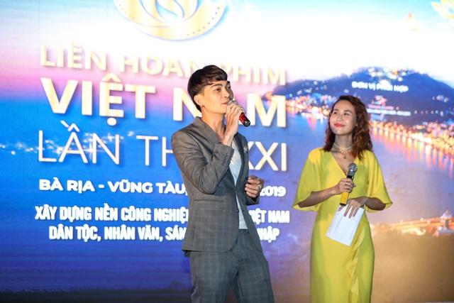 Khán giả Vũng Tàu xếp hàng dài, ngồi bệt xem phim ở tuần liên hoan phim Việt Nam lần thứ XXI - Ảnh 10.