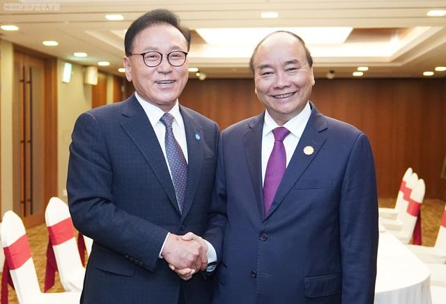 Toàn cảnh hoạt động của Thủ tướng ngày đầu chuyến thăm Hàn Quốc  - Ảnh 1.