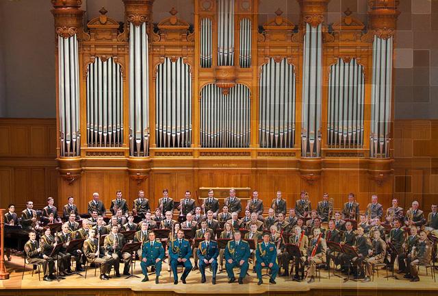 Dàn nhạc Lực lượng Vệ binh Quốc gia Liên bang Nga do Tổng thống Putin trực tiếp điều hành lần đầu tiên biểu diễn tại Việt Nam - Ảnh 2.