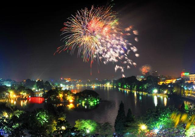 Hà Nội bắn pháo hoa 30 điểm vào đêm giao thừa Tết Nguyên đán 2020 - Ảnh 1.