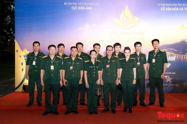 Nghệ sĩ gạo cội dìu dắt nhau hội ngộ trong lễ bế mạc LHP Việt Nam lần thứ XXI - Ảnh 7.
