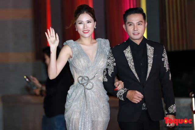 Nghệ sĩ gạo cội dìu dắt nhau hội ngộ trong lễ bế mạc LHP Việt Nam lần thứ XXI - Ảnh 8.