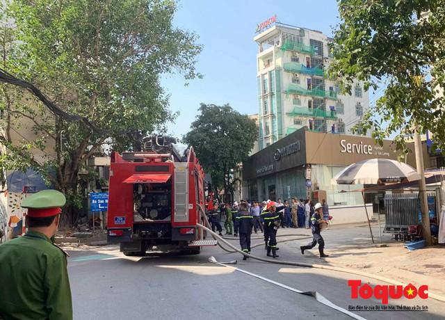 Hà Nội: Cháy chung cư mini trên phố Trung Kính - Ảnh 3.