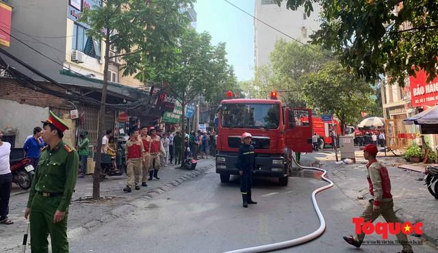 Hà Nội: Cháy chung cư mini trên phố Trung Kính - Ảnh 4.