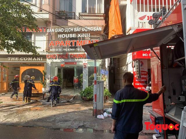 Hà Nội: Cháy chung cư mini trên phố Trung Kính - Ảnh 5.