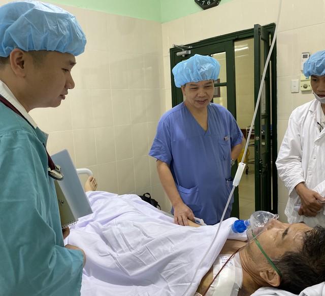 Chưa hết đau đớn vì tai nạn giao thông, giáo viên người Nhật Bản lại lên cơn nhồi máu cơ tim - Ảnh 1.