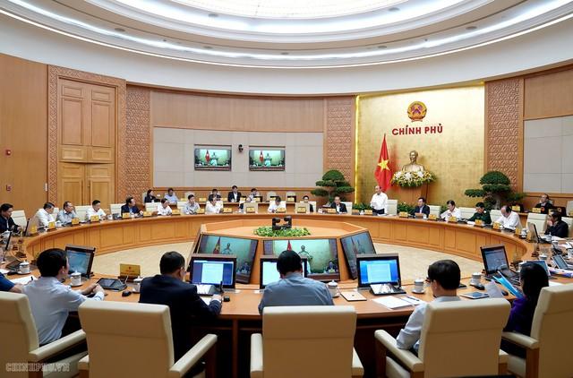 Thủ tướng chủ trì họp Chính phủ thường kỳ: Tháng đầu tiên có lượng khách quốc tế đến nước ta đạt trên 1,6 triệu lượt  - Ảnh 1.