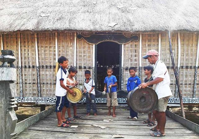 Phát triển du lịch cộng đồng dựa vào di sản tại làng Mơ Hra - Ảnh 1.