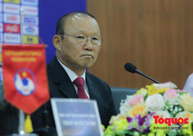 Tái ký hợp đồng, HLV Park Hang-seo lo lắng về chỉ số chờ đợi của người hâm mộ Việt Nam - Ảnh 2.