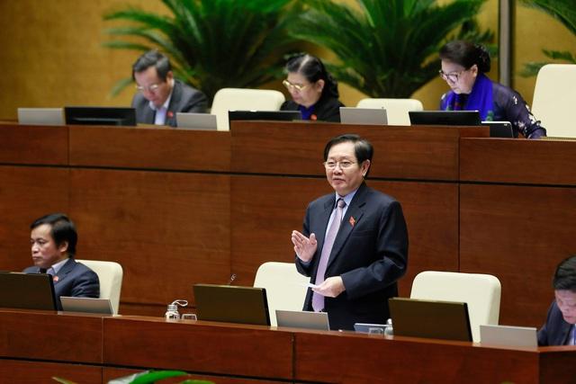 Chất vấn Bộ trưởng Lê Vĩnh Tân: 5 năm chưa giảm được viên chức nào - Ảnh 1.