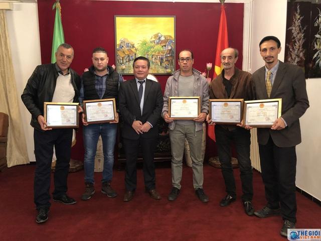 Việt Nam đánh giá cao sự đóng góp của các nhà làm phim và phóng viên tại Algeria - Ảnh 1.