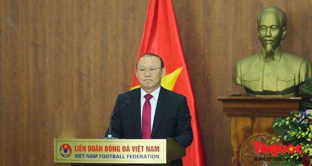 Thời khắc hàng triệu người hâm mộ Việt Nam chờ đợi HLV Park Hang Seo thực hiện - Ảnh 5.