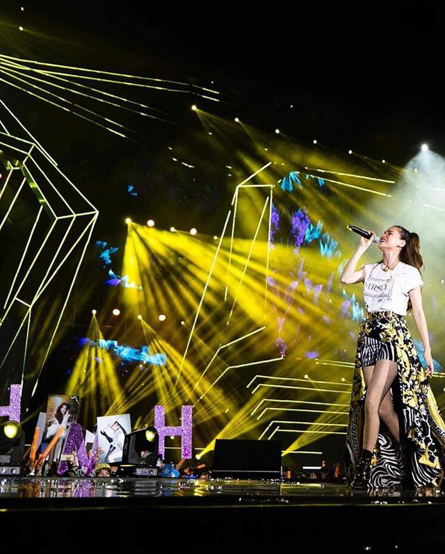 Hồ Ngọc Hà đụng hàng váy hiệu siêu mẫu Gigi Hadid - Ảnh 8.