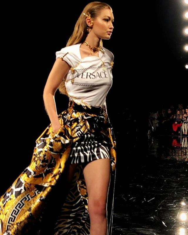 Hồ Ngọc Hà đụng hàng váy hiệu siêu mẫu Gigi Hadid - Ảnh 4.