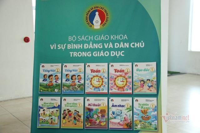Tận mục sở thị 4 bộ sách giáo khoa lớp 1 chuẩn bị cho chương trình giáo dục phổ thông mới - Ảnh 1.