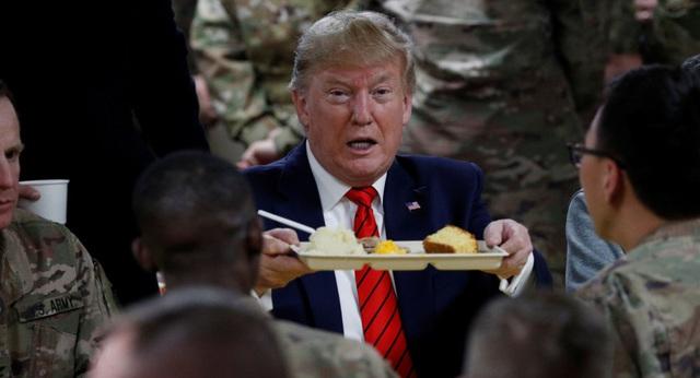 """Tổng thống Trump bất ngờ thăm Afghanistan: Nhà Trắng đã làm gì để """"che giấu"""" cả thế giới tới phút cuối? - Ảnh 1."""