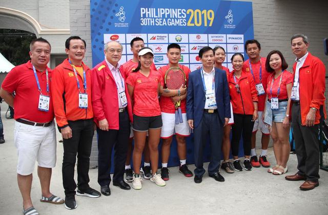 Bộ trưởng Nguyễn Ngọc Thiện trực tiếp theo dõi, chúc mừng thành tích của Đoàn Thể thao Việt Nam - Ảnh 1.