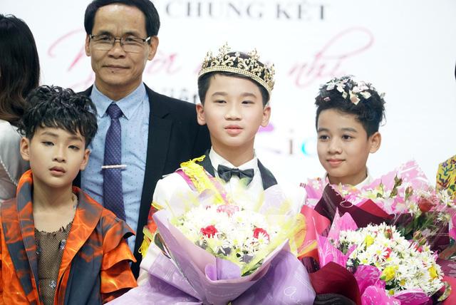 Hot boy nhí Nguyễn Huy Việt  đăng quang Chung kết cuộc thi tìm kiếm Người mẫu nhí Việt Nam - Ảnh 2.