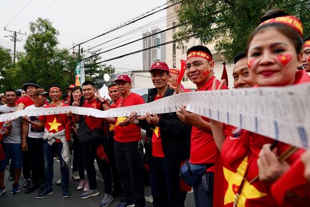 Chuyên gia bóng đá: Hy vọng người hâm mộ Việt Nam được tràn xuống đường ăn mừng chiến thắng tối nay!  - Ảnh 1.