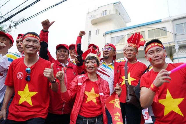 Chuyên gia bóng đá: Hy vọng người hâm mộ Việt Nam được tràn xuống đường ăn mừng chiến thắng tối nay!  - Ảnh 3.