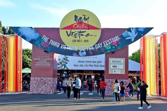Nhiều du khách thích thú tham quan lễ hội cà phê tại Gia Lai - Ảnh 1.