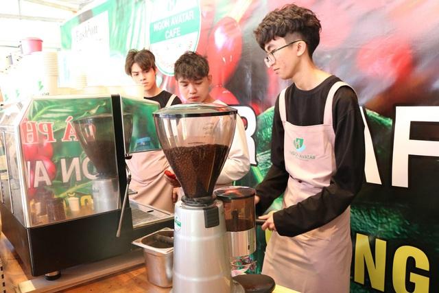 Không những sản phẩm cà phê chất lượng mà tại đây những giọt cà phê cũng được pha chế theo công nghệ máy xay sạch.