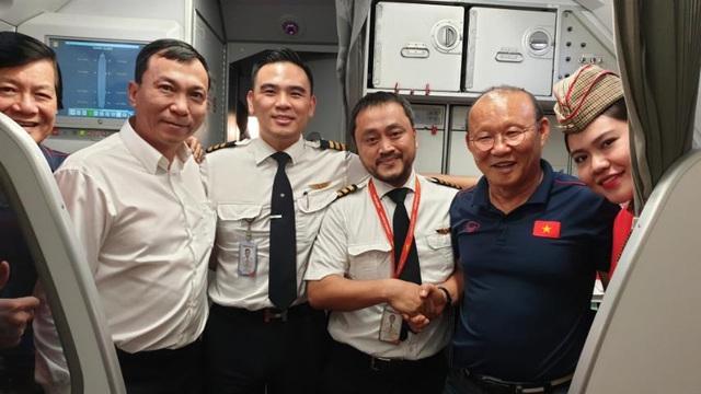 Vietjet tặng 1 năm bay miễn phí khắp châu Á cho tuyển Việt Nam  - Ảnh 1.