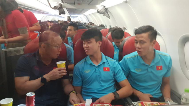 Vietjet tặng 1 năm bay miễn phí khắp châu Á cho tuyển Việt Nam  - Ảnh 2.