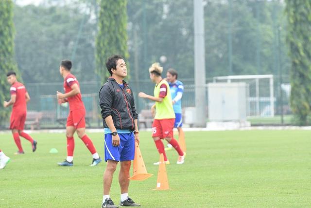 """Trợ lý Lee Young-jin: """"Bóng đá Việt Nam đã khẳng định được sức mạnh"""" - Ảnh 1."""