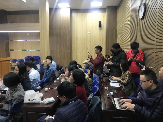 Hàng chục phóng viên báo chí bức xúc trước cách hành xử của BVĐK Xanh Pôn - Ảnh 1.